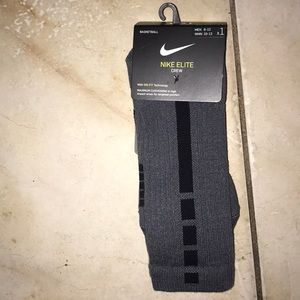 ❤️  NWT Nike Elite Crew Dri Fit Grey Socks ❤️